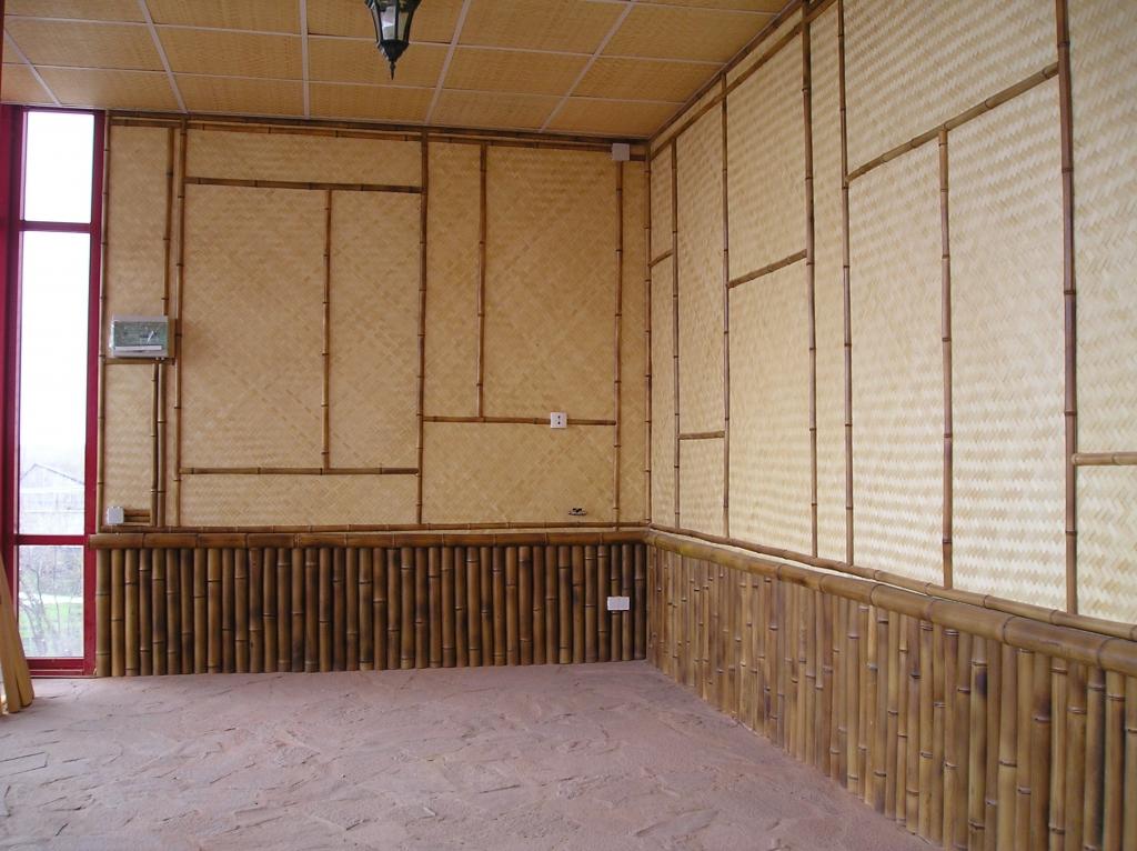 Панели на стене